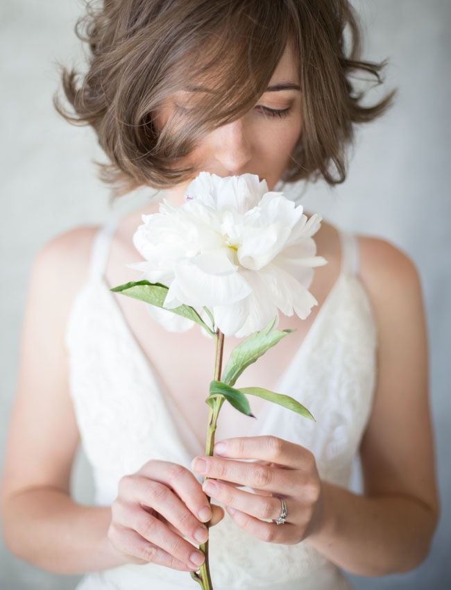 Single Bloom Bouquets - The One Bride Guide